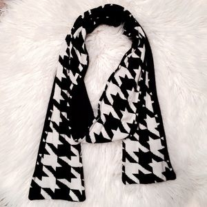 """GAP Bold 96"""" Long Classic Houndstooth Scarf"""